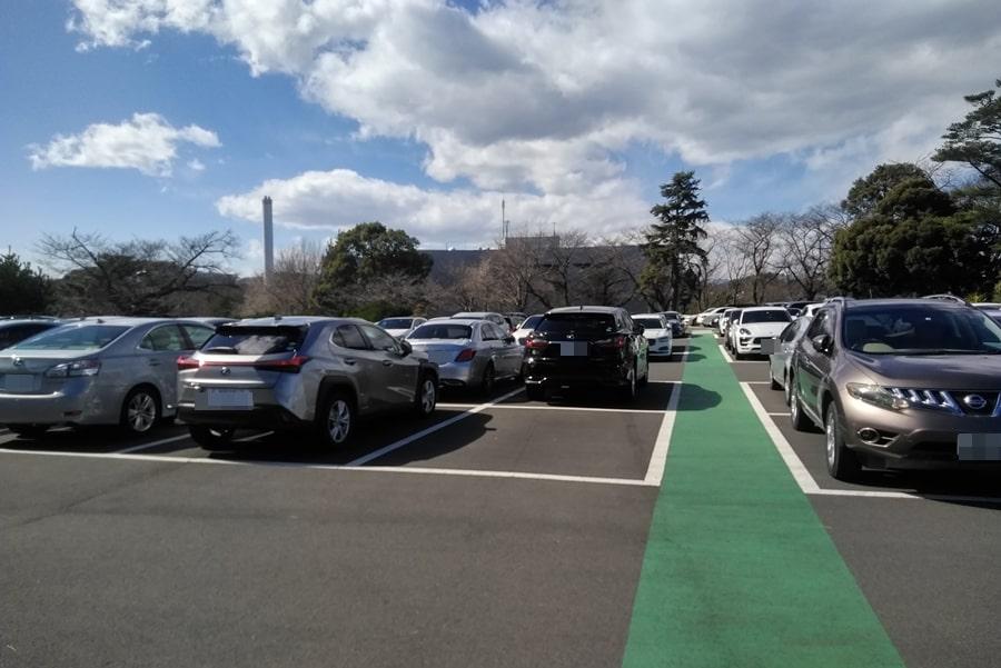 東京国際ゴルフクラブの広い駐車場
