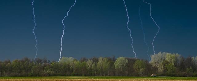 雷雨によるゴルフ中断を初めて経験しました。そのまま終了したらプレー料金はどうなるの?