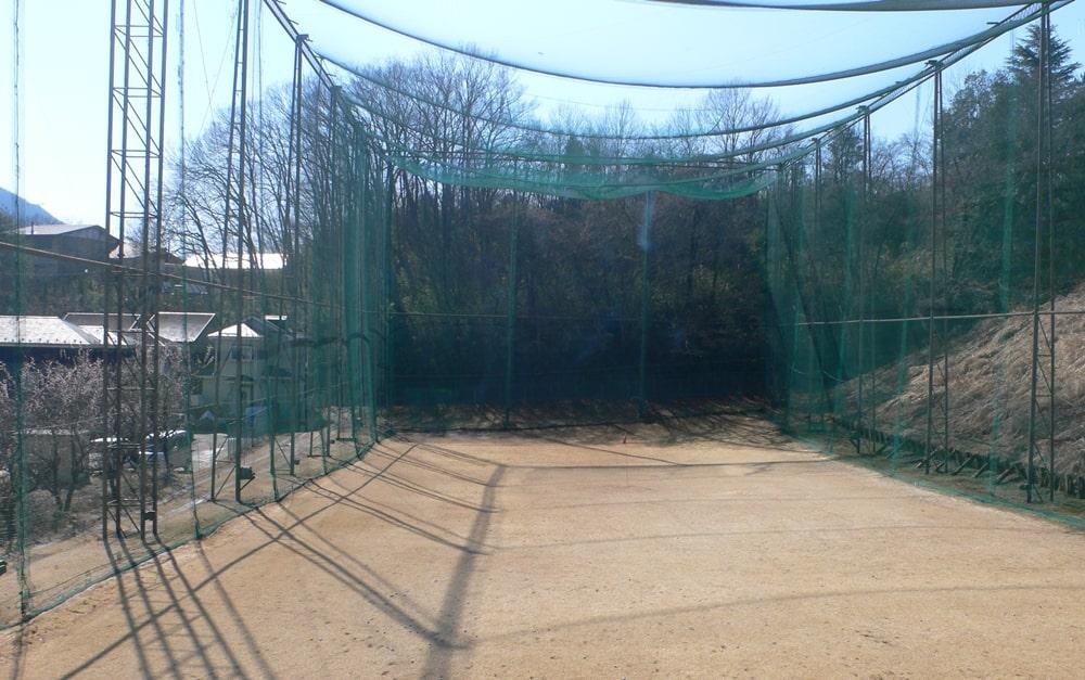 神奈川カントリークラブの練習場の風景。約70ヤードの鳥かごです。