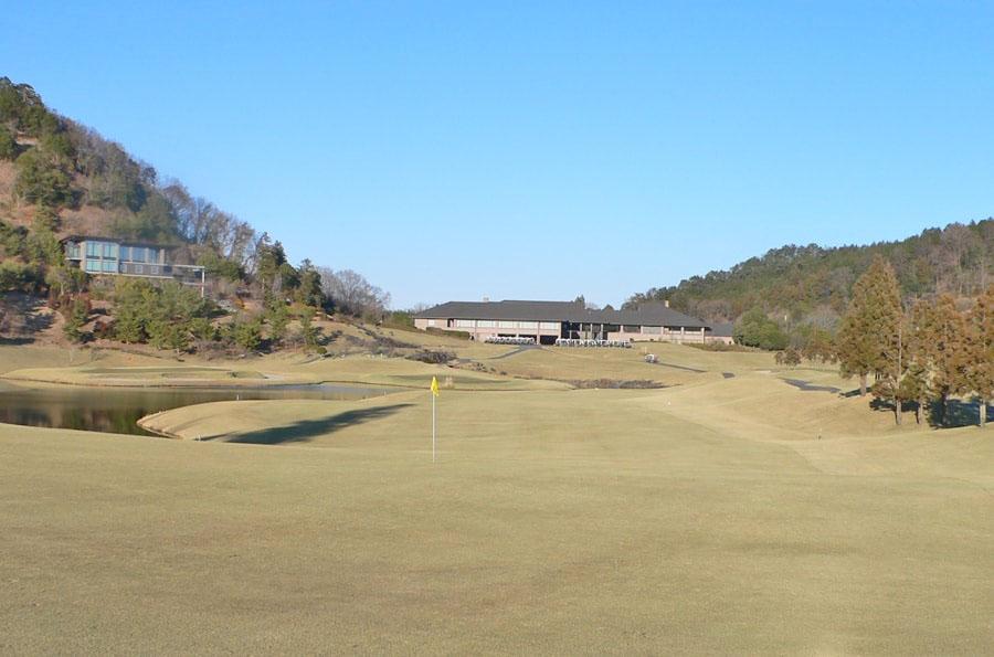 ゴールド栃木プレジデントカントリークラブ 東コースIN18番ホール 2打目地点