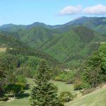 上野原カントリークラブのマスター室前から見たきれいな山々の風景