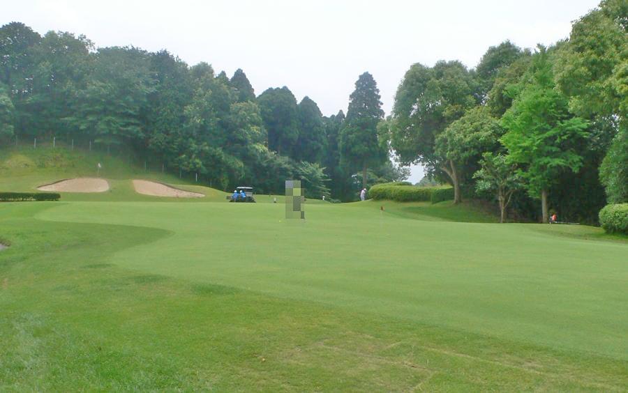 アクアラインゴルフクラブの大きな練習グリーン
