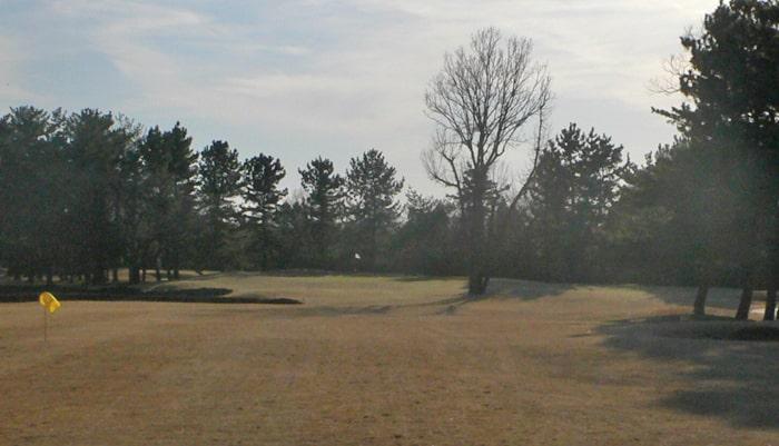 浦和ゴルフ倶楽部INコース17番ホール2打目地点
