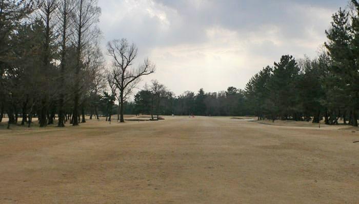 浦和ゴルフ倶楽部OUTコース4番ホール二打目地点