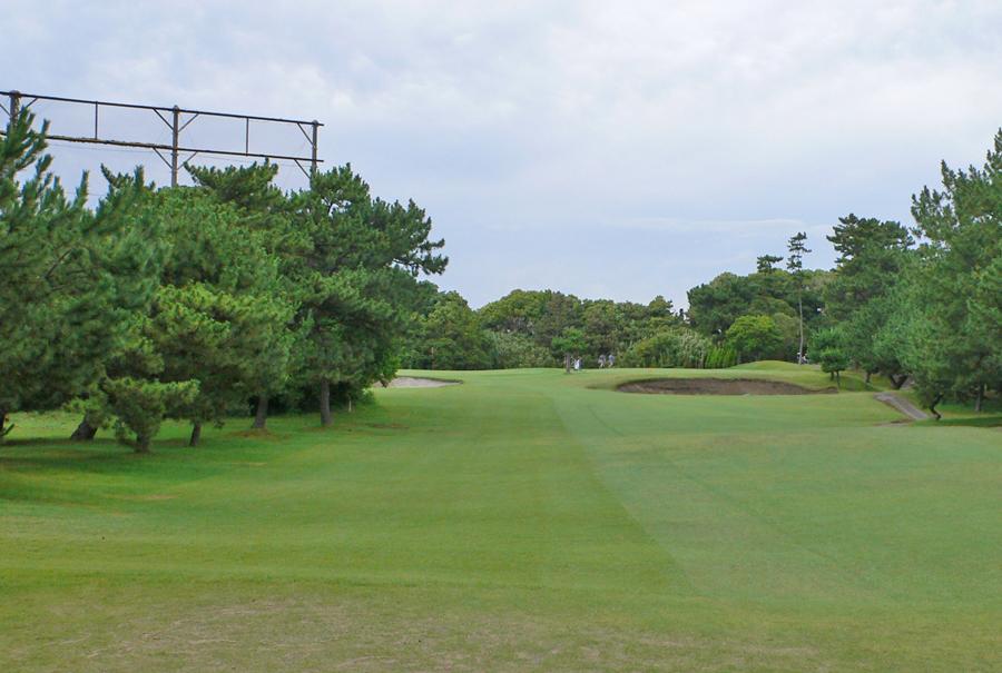 茅ヶ崎ゴルフ倶楽部の2番ホール