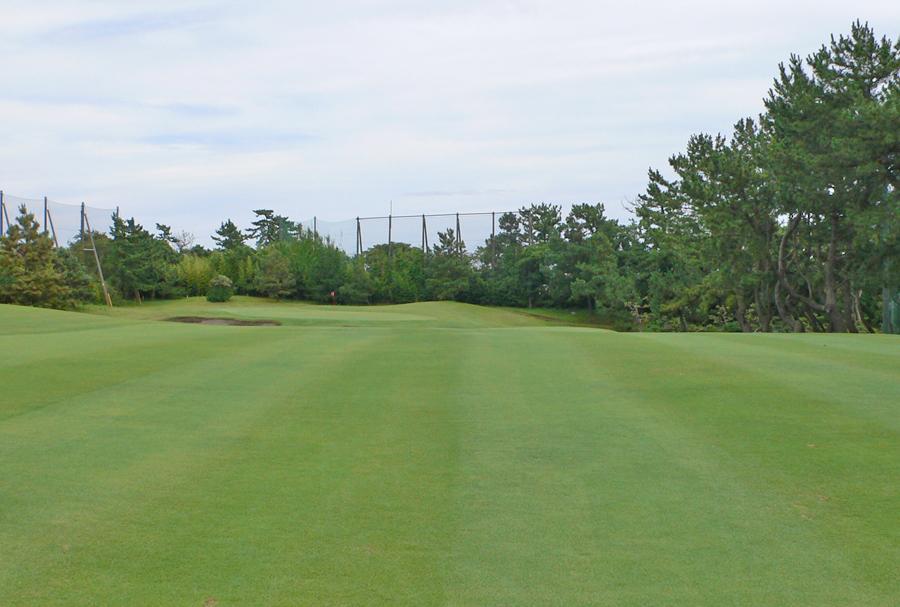 茅ヶ崎ゴルフ倶楽部の3番ホール 2打目地点