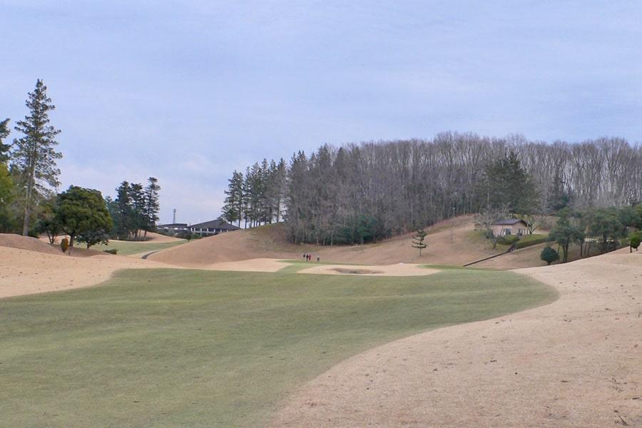 越生ゴルフクラブ INコース12番ホールの2打目地点
