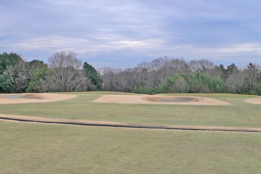 越生ゴルフクラブ INコース14番ホールの2打目地点