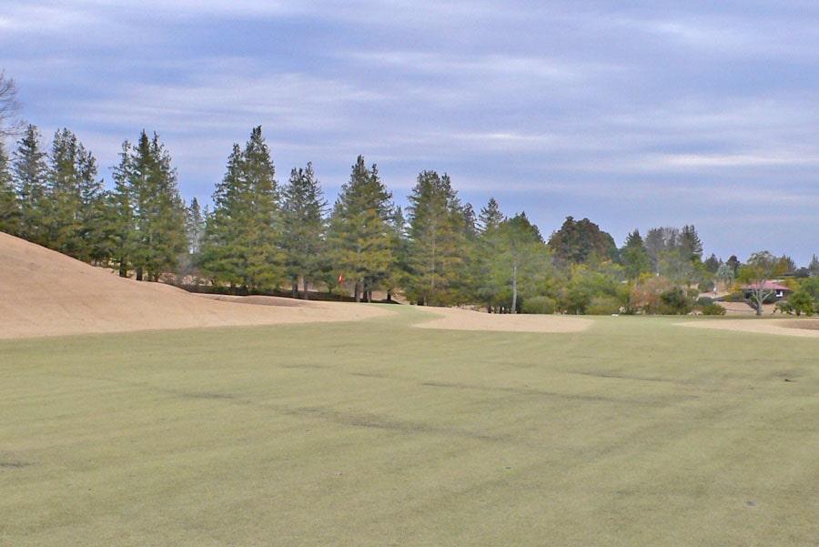 越生ゴルフクラブ INコース16番ホールの2打目地点