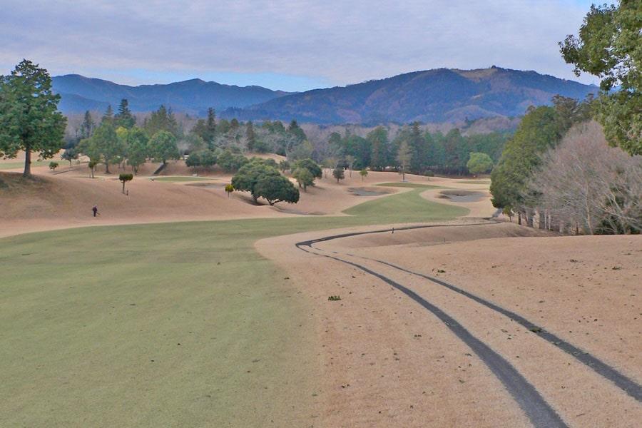 越生ゴルフクラブ OUTコース1番ホール 2打目地点からグリーンまで