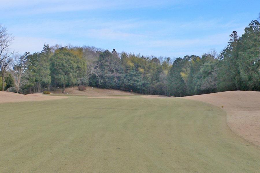 越生ゴルフクラブ OUTコース4番ホールの2打目地点