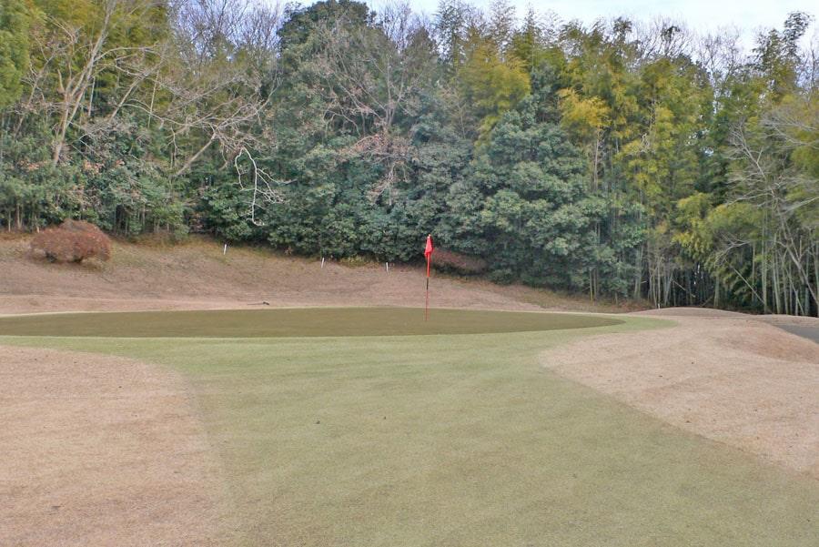 越生ゴルフクラブ OUTコース4番ホールのグリーン周り