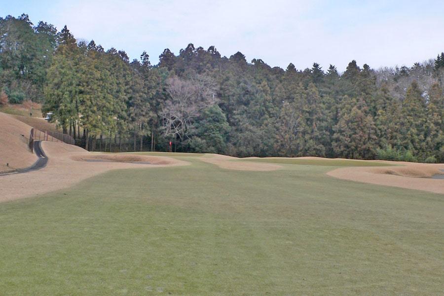 越生ゴルフクラブ OUTコース8番ホールの2打目地点