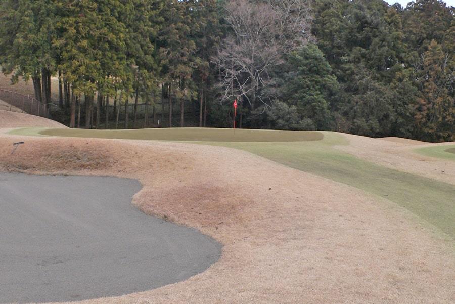 越生ゴルフクラブ OUTコース8番ホールのグリーン周り