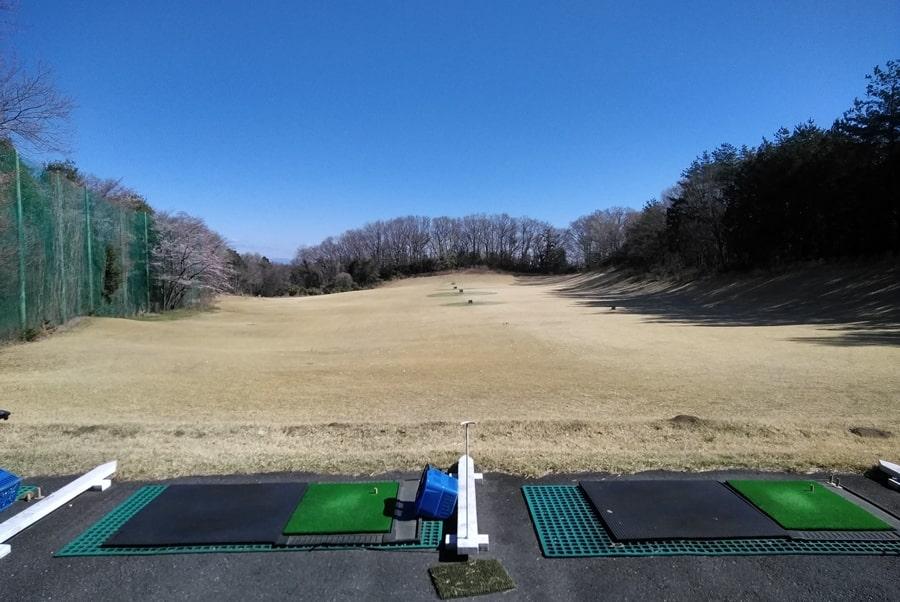 武蔵松山カントリークラブの広い練習場
