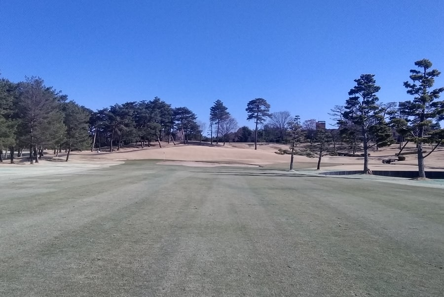 武蔵松山カントリークラブOUT9番ホール グリーンまで140ヤード地点