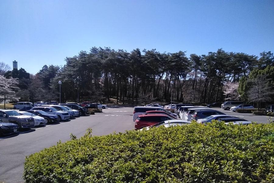 武蔵松山カントリークラブの広い駐車場