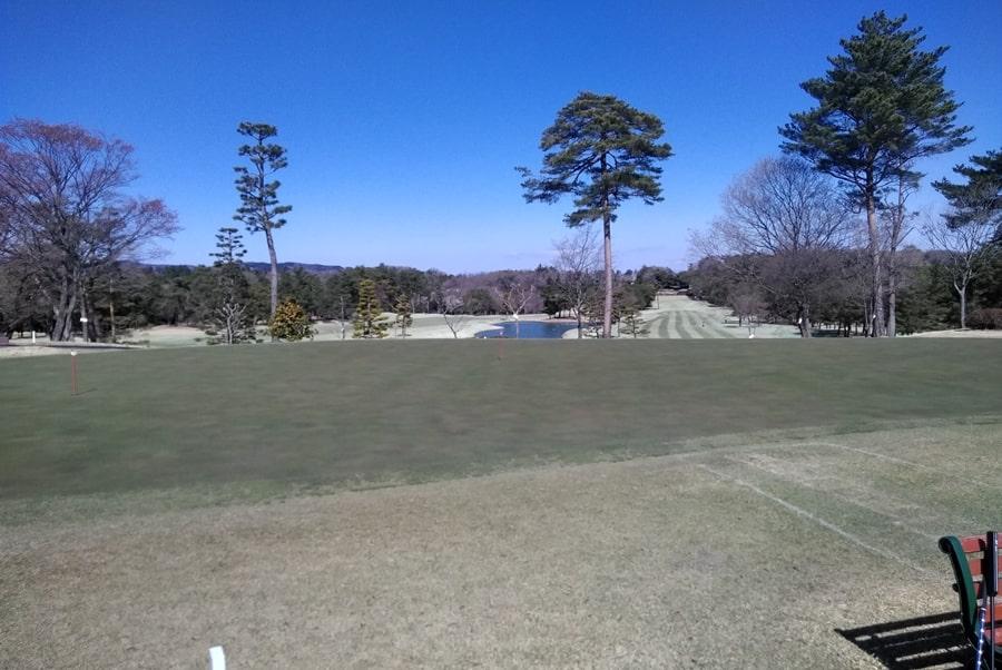 武蔵松山カントリークラブのアプローチ練習場の横にある練習グリーン