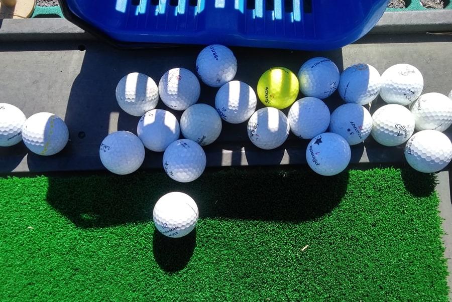 武蔵松山カントリークラブの練習場のボール
